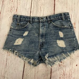 Levi's- naturally distressed cut off shorts